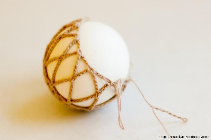 Как обвязать крючком пасхальное яйцо. Фото мастер-класс (26) (700x466, 160Kb)