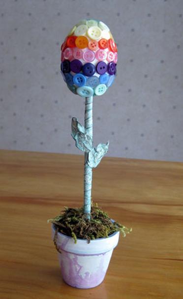 Пуговичный и цветочный пасхальный топиарий (14) (372x608, 420Kb)
