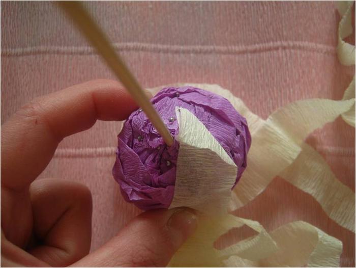 Пасхальное яйцо из гофрированной бумаги. Видео и мастер-класс (13) (700x526, 268Kb)
