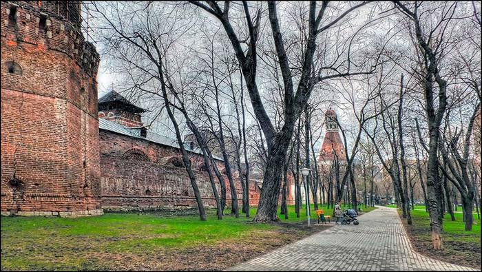 Кузнечная башня Симонова монастыря/3673959_18 (700x395, 99Kb)