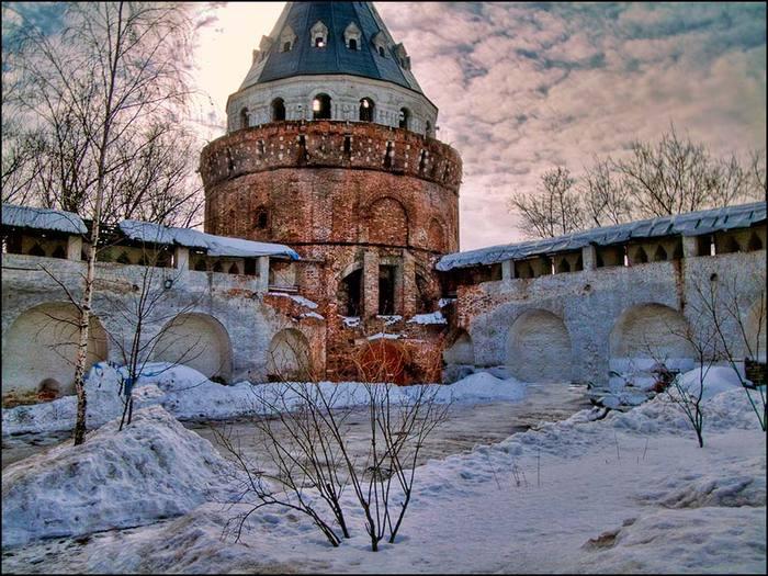 Башня Дуло вид с монатырской территории/3673959_14 (700x525, 89Kb)