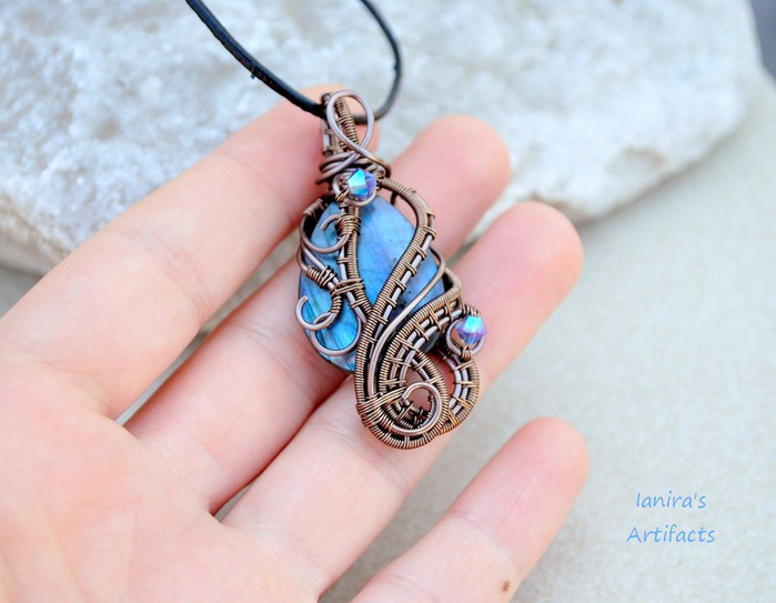 labradorite_wire_wrapped_pendant_by_ianirasartifacts-d6aettm (700x543, 316Kb)