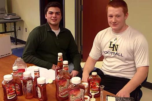 Американские школьники изобрели средство для борьбы с водянистостью кетчупа