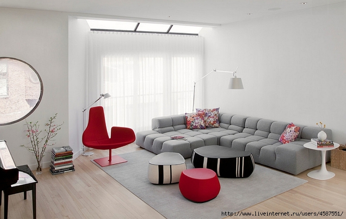 Red living room accents
