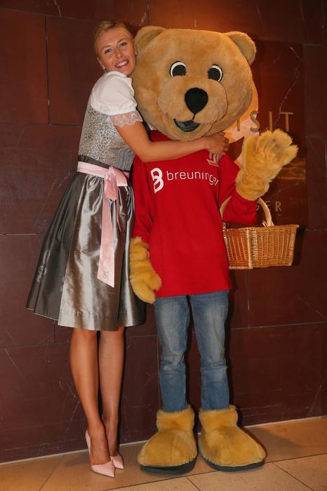 Maria+Sharapova+Maria+Sharapova+Loves+Porsche+_a83auI2x4Wx (466x700, 91Kb)