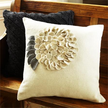 Декор из фетра на подушки
