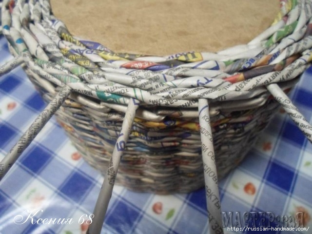 шкатулка из газет с розочками из бумаги (4) (640x480, 169Kb)