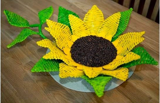 3899041_DIYPaperWovenSunflowerTray1 (545x352, 55Kb)