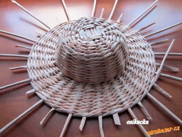 Как сплести шляпку из газетных трубочек. Мастер-класс (20) (600x450, 235Kb)