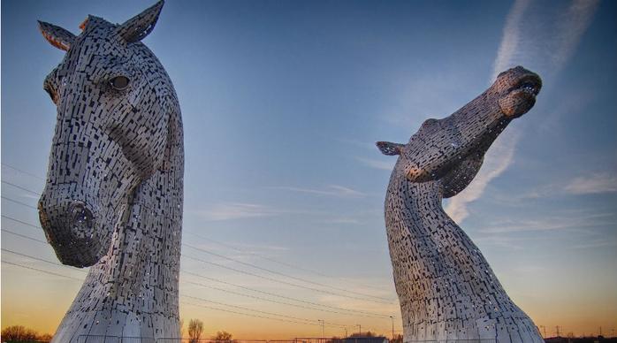 скульптуры лошадей в парке Helix 1 (700x388, 252Kb)
