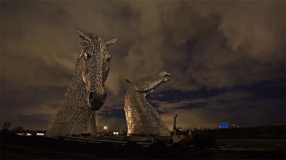 скульптуры лошадей в парке Helix 5 (570x319, 108Kb)