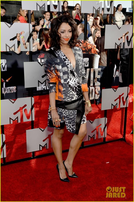 kat-graham-printed-beauty-at-mtv-movie-awards-2014-red-carpet-02 (466x700, 114Kb)