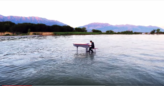 Dubstep-Piano-on-the-lake-2 (700x365, 146Kb)