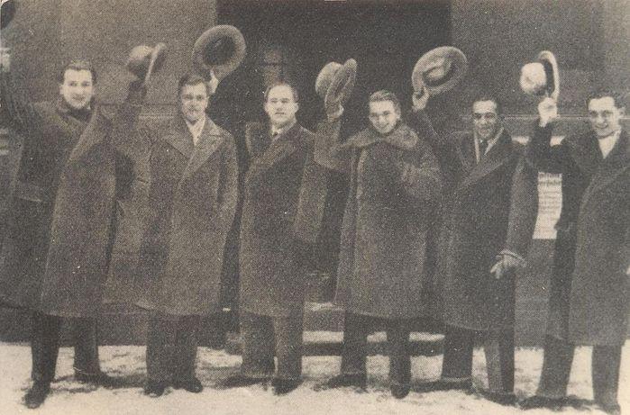 1280px-BASA-1868K-1-44-1-Comedian_Harmonists,_Berlin,_01.01.1928 (700x461, 70Kb)