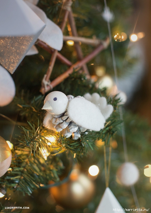 Новогодние игрушки. Птички из шишек и фетра (4) (497x700, 239Kb)