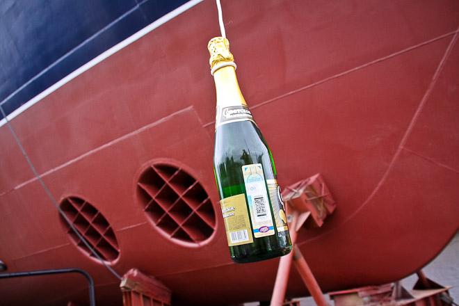 бутылки шампанского не разбившиеся о борт корабля отстирать сажу