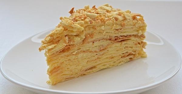 прага-наполеон-и-медовик-три-самых-вкусных-торта-которые-не-нуждаются-в-рекламе-1 (600x310, 104Kb)