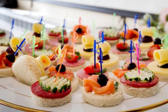 da-startul-petrecerii-cu-aperitive-gustoase-3-idei-pentru-revelion_size1 (700x466, 322Kb)