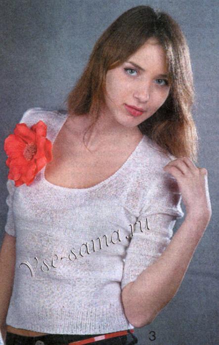 Belyi-pulover-s-krasnym-cvetkom-ris (443x700, 382Kb)