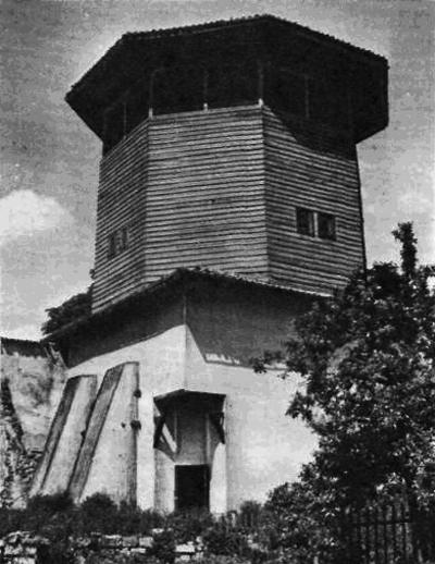 Ханский дворец в г. Бахчисарае. Соколиная башня (400x518, 153Kb)