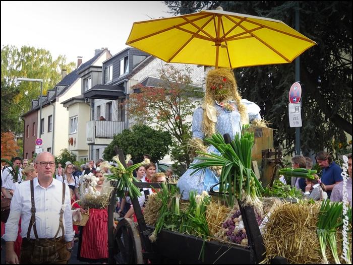 Альбом градоведа - Дюссельдорф в октябре 2015 года - праздник Урожая