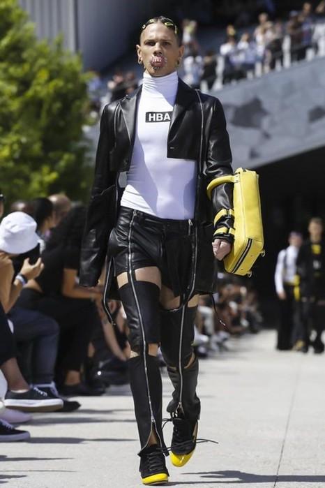 126300065 111915 1330 HoodbyAir5 Hood by Air в Париже: Мужская мода от американского короля ЛГБТ сообщества