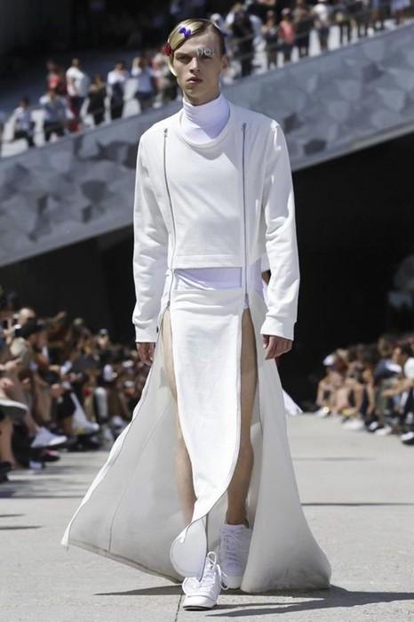 126300087 111915 1330 HoodbyAir18 Hood by Air в Париже: Мужская мода от американского короля ЛГБТ сообщества