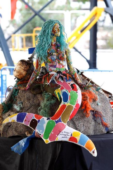 скульптуры из мусора 1 (467x700, 376Kb)