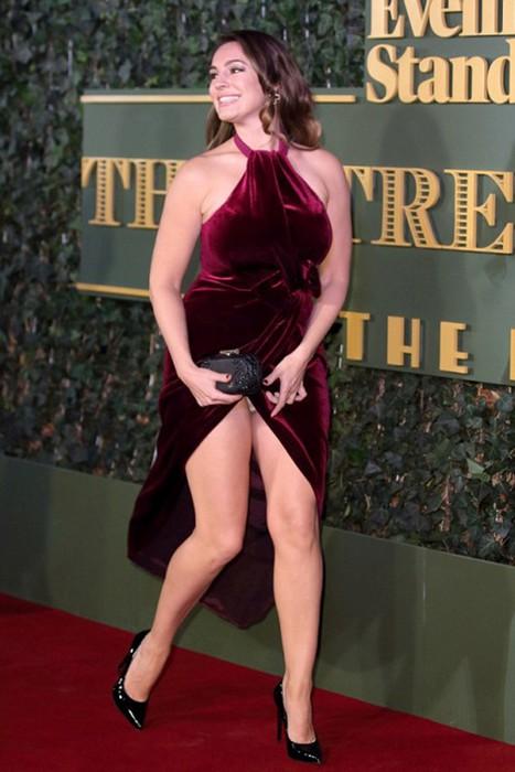 Келли Брук показала поклонникам трусы на вручении театральной премии