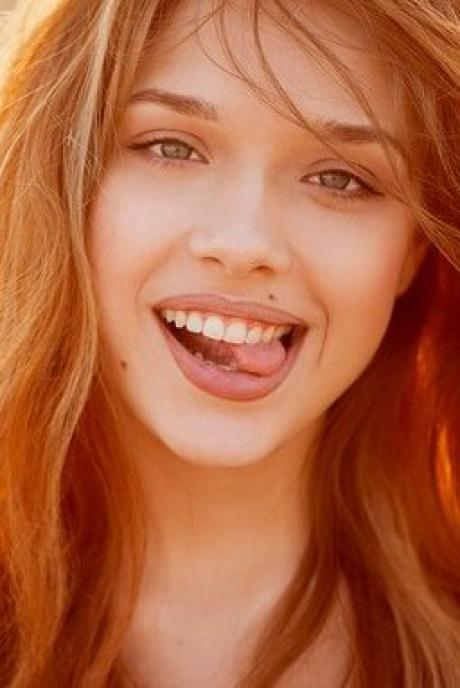 улыбающаяся девушка (460x688, 175Kb)