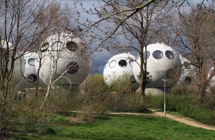 круглые дома в голландском городе Хертогенбос 1 (700x456, 455Kb)
