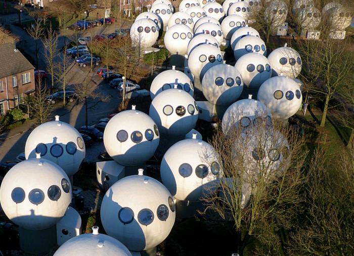 круглые дома в голландском городе Хертогенбос 3 (700x506, 784Kb)