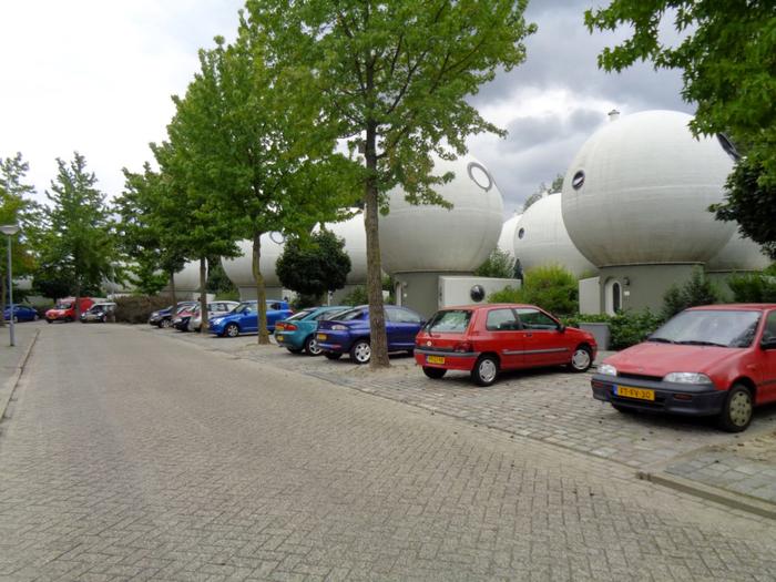 круглые дома в голландском городе Хертогенбос 5 (700x525, 408Kb)