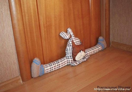 Под дверь своими руками