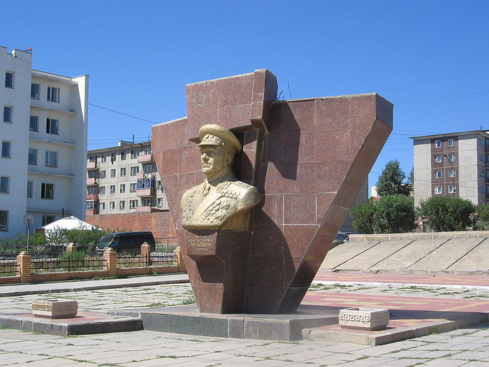 11 Monument_to_Georgy_Zhukov,_Ulan_Bator,_Mongolia (700x525, 394Kb)