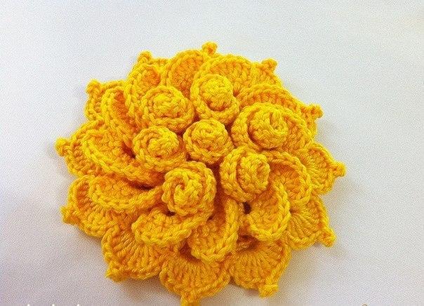 Связать крючком объемный цветок