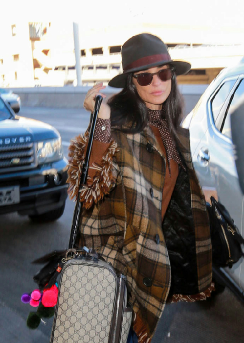 demi-moore-lax-03dec15-05 (499x700, 353Kb)