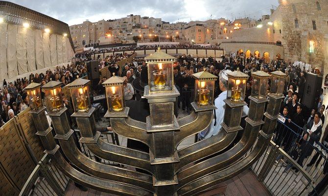 4638534_HanukkahinJerusalem3 (670x400, 83Kb)