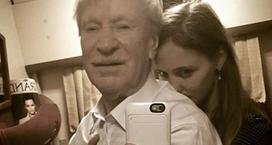 Трогательное селфи сделал 85-летний Краско с молодой 25-летней женой