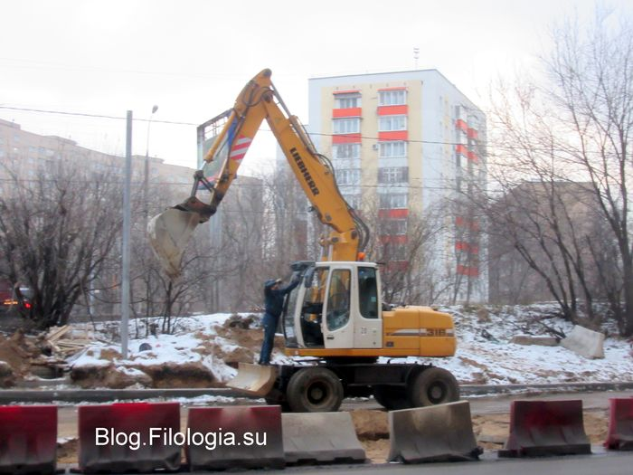 Бульдозер на улице Алабяна в Москве. (700x525, 62Kb)