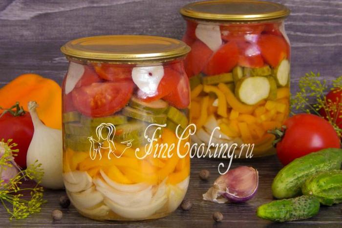 salat-iz-ogurcov-pomidorov-perca-i-luka-na-zimu (700x467, 338Kb)