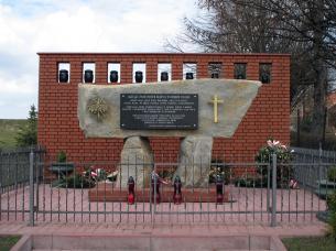 16047Markowa_pomnik (305x228, 16Kb)