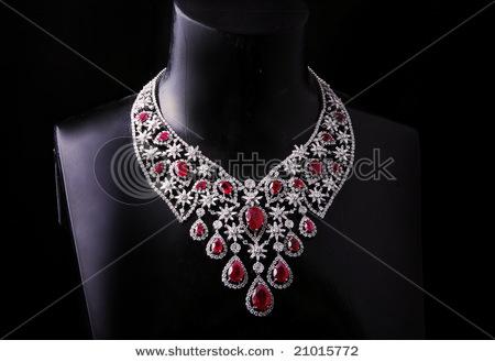 stock-photo-diamond-necklace-21015772 (450x329, 78Kb)