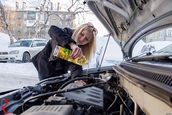 Что поможет женщине устранить маленькие проблемы своего автомобиля (3) (576x384, 263Kb)