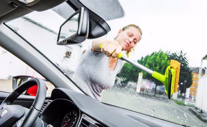 Что поможет женщине устранить маленькие проблемы своего автомобиля (5) (672x414, 199Kb)