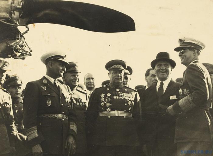 Король Михай с орденом справа 1946-8_thumb (700x515, 257Kb)