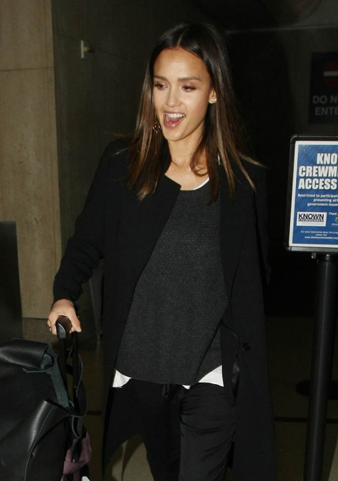 jessica-alba-honest-lawsuit-28apr16-01 (492x700, 201Kb)