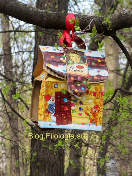 Импровизированная кормушка для птиц на дереве (525x700, 86Kb)