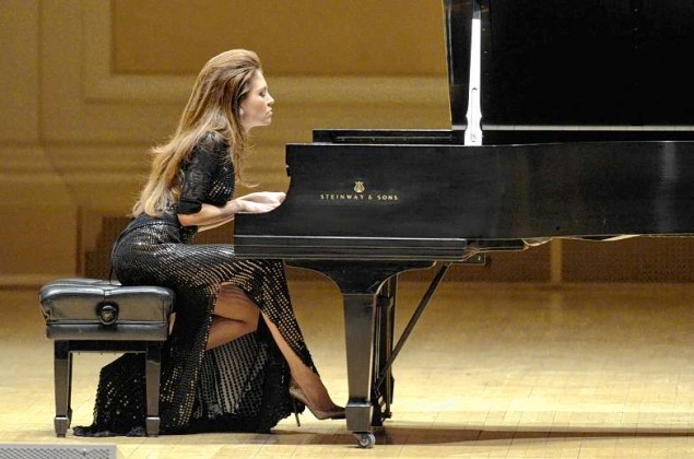 lola-astanova-at-carnegie (635x420, 255Kb)