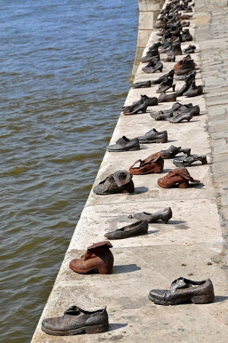 shoes-on-danube-4 (466x700, 271Kb)